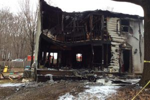 Vašingtono priemiestyje ant namo nukrito lėktuvas – žuvo 6 žmonės