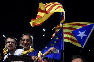 Apklausa: katalonai labiau linkę būti nepriklausomi negu likti Ispanijoje