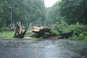 Perspėja: trečiadienį laukiama stiprios audros