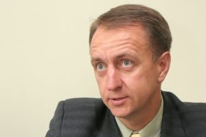 Pradėtas tyrimas dėl Registrų centre darbą gavusio buvusio teisingumo viceministro