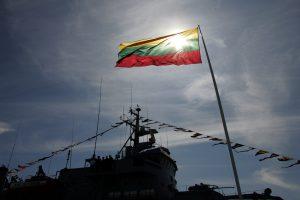 Rusijos karo laivas nurodė keisti kursą Lietuvos civiliniam laivui
