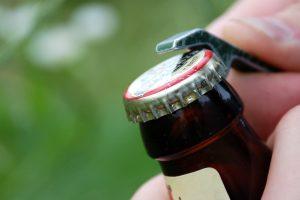 Aludariai peikia draudimą prekiauti alkoholiu degalinėse