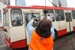 Sostinės Žirmūnų gatvėje – viešojo transporto sutrikimai