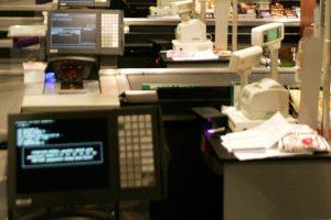 Euro vargai: kaimo parduotuvės nori, jog bankai dirbtų per šventes