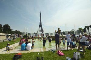 Teroristų išpuoliai, streikai ir lietus: turistų Prancūzijoje sumažėjo 7 proc.