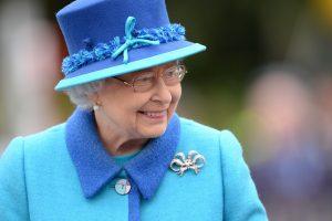 Didžiosios Britanijos karalienė dėl ligos atšaukė savo tradicinę kalėdinę kelionę