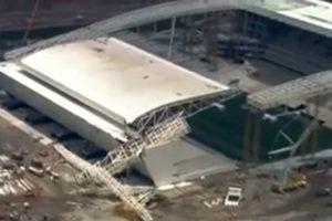 Brazilijoje nuvirtus kranui Pasaulio futbolo čempionato stadione žuvo du darbininkai