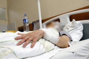 Pasimatymas su nuteistu vyru virto košmaru: moterį teko gabenti į ligoninę