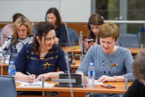 """Nacionalinio diktanto dalyviai rašė D. Filmanavičiūtės tekstą """"Odė moterystei"""""""
