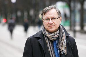 Seimo narys E. Vareikis nebenori tampyti praeities akmenų