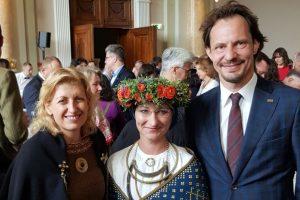 Trys Baltijos sesės steigia bendrą valstybių kultūros fondą