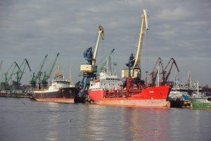 Aprimus vėjui Klaipėdos uoste atnaujinta laivyba