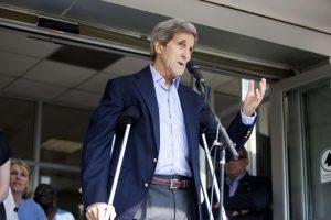 Koją susilaužęs JAV diplomatijos vadovas J. Kerry vartoja tik paracetamolį