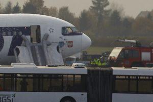 Lenkų lėktuvas dėl grasinimo susprogdinti bombą avariniu būdu nusileido Prahoje