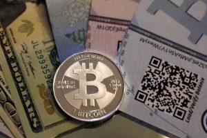 ECB: nepaisant sprogstančio burbulo, kriptovaliutų technologijos gali likti