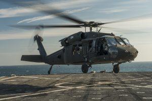 Prie Havajų sudužo JAV kariuomenės sraigtasparnis, dingo penki kariai