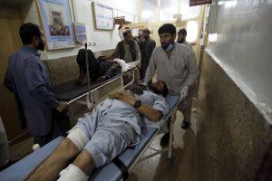 Rytų Afganistane per mirtininko išpuolį žuvo mažiausiai 10 žmonių