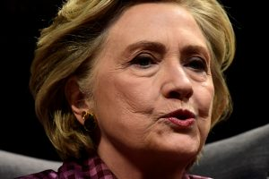 """H. Clinton sarkastiška """"Twitter"""" replika paminėjo skausmingą sukaktį"""