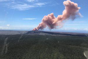 Havajus supurčius galingam žemės drebėjimui prabudo ugnikalnis