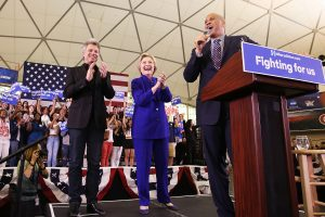 Dainininkas J. Bon Jovi palaiko H. Clinton