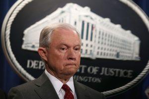 JAV žada imtis griežtų priemonių dėl slaptos informacijos nutekinimo