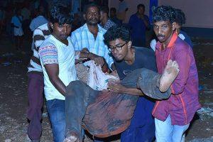 Indijoje per sprogimą šventykloje žuvo per 100 žmonių