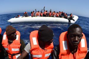 Tarp tūkstančių išgelbėtų į Italiją atplukdytų migrantų – valtyje gimęs kūdikis