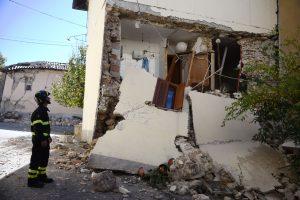 Italų kunigas dėl žemės drebėjimų kaltina gėjų sąjungas