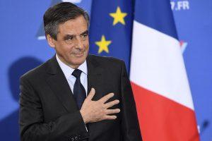 Prancūzijos policija atliko kratas F. Fillono namuose