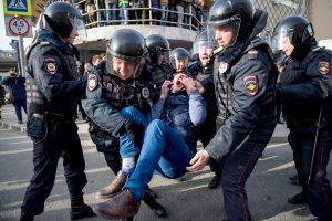 Lietuva ragina paleisti Rusijoje sulaikytus protestuotojus