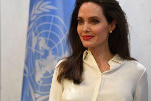Holivudo žvaigždė A. Jolie smerkia smurtą Mianmare