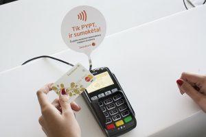 Naujiena: pristatomos bekontaktės mokėjimo kortelės