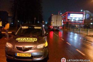 Prie Vilniaus oro uosto policijai įkliuvo girtutėlis taksistas