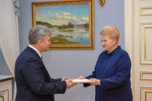 Prezidentė įteikė skiriamuosius raštus Lietuvos ambasadoriui Lenkijoje
