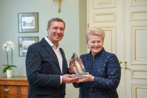 Prezidentė susitiko su geležiniu žmogumi V. Urbonu: rūpintis aplinka – bendra pareiga
