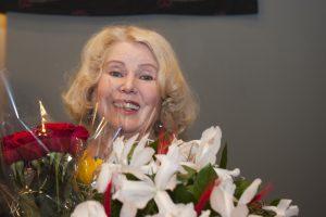 Aktorę V. Mainelytę su jubiliejumi sveikino kolegos, draugai, gerbėjai