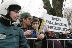 Politikų apkaltos Lietuvoje: garsiausia – prezidento R. Pakso