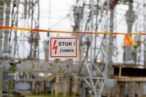 Įspėja: per audrą negalima artintis prie elektros tinklo įrenginių