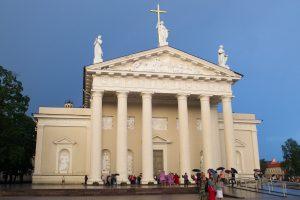 Į Arkikatedrą neįsileidžia iš Sibiro parvežtos Marijos skulptūros