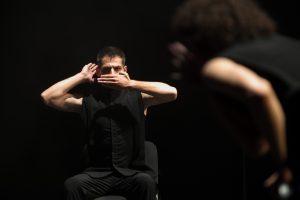 Šokio spektaklyje – 12 brolių, juodvarniais lakstančių