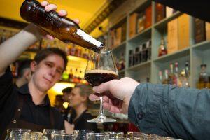 Į kovą su besaikiu alkoholio vartojimu stoja ir barai