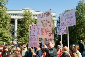 Seimo sesijos pirmąją dieną – profsąjungų mitingas
