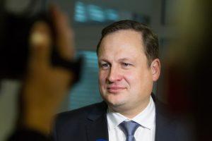 Socialdemokratai vėl kvies E. Pašilį atsakyti į klausimus dėl kariuomenės pirkimų