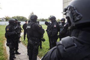 Išminuotojai išgabeno prie Vilniaus rajono mokyklos rastą sprogmenį (atnaujinta)