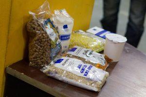 Savivaldybėse pradėti dalyti maisto produktai nepasiturintiems žmonėms