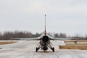 NATO naikintuvai triskart kilo palydėti rusų karinių orlaivių