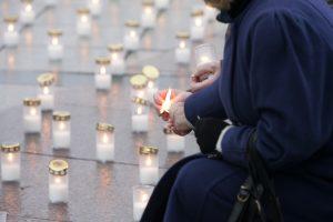 Miestuose degs žvakutės už organų donorus