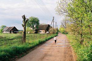 Atokaus kaimo gyventojai darbo atsiveža iš Vilniaus