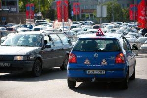 Dėl vairavimo mokymo pokyčių sunerimo ne tik būsimieji vairuotojai