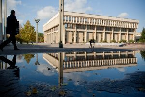 Seimo rūmus nuo teroristų gins metalinių stulpelių tvora